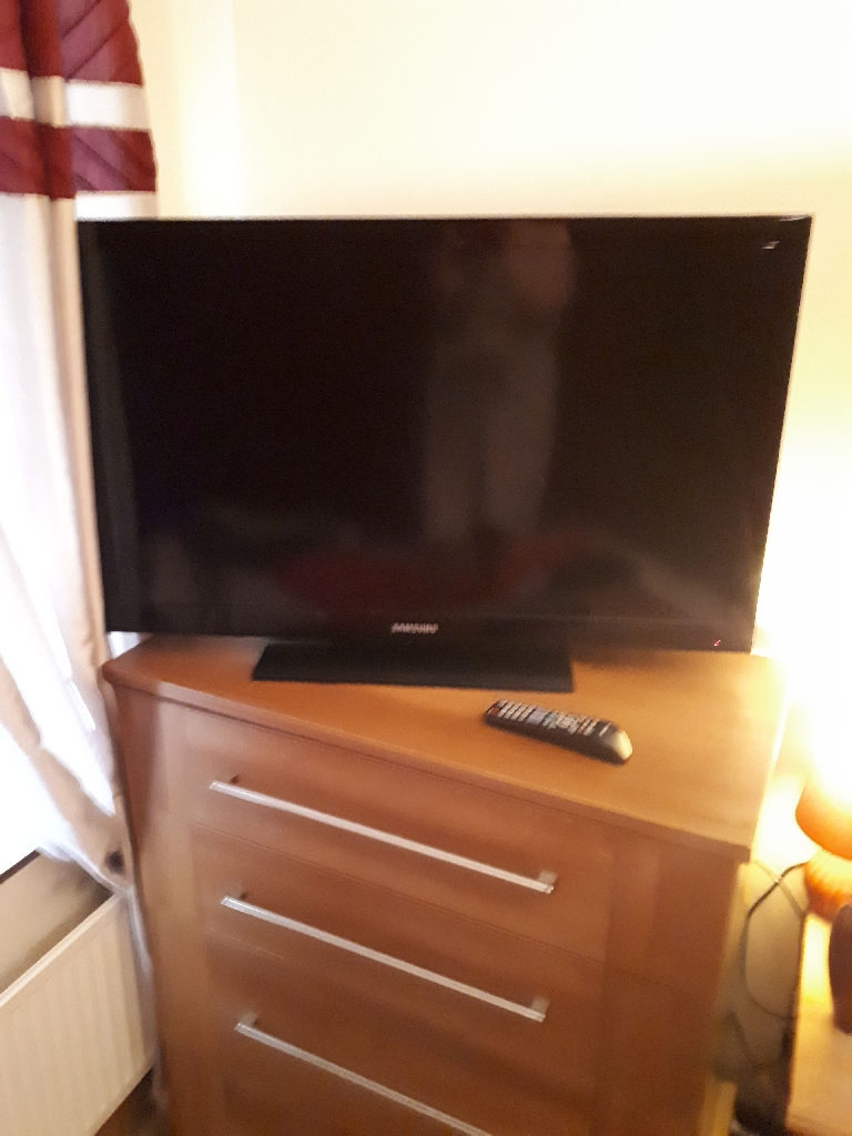 "32"" Samsung LED TV"