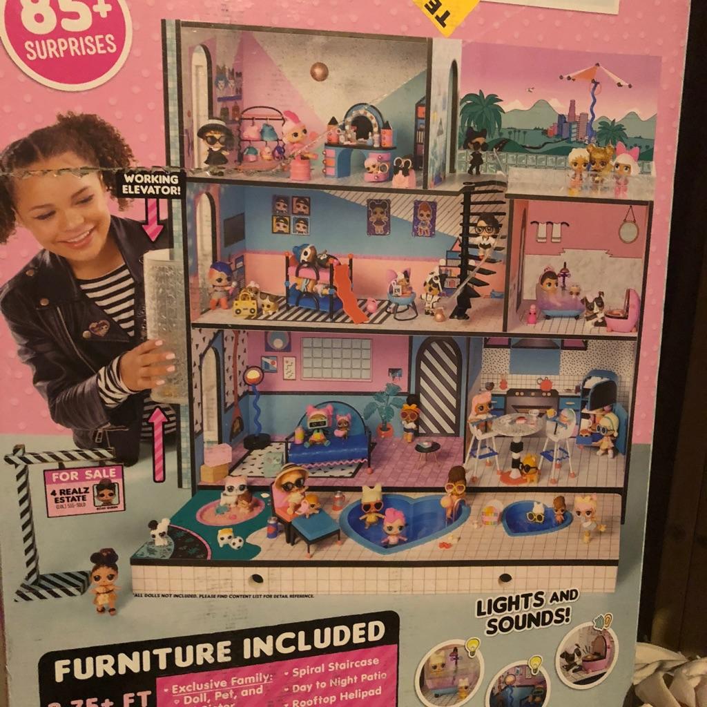 LOL giant dolls house