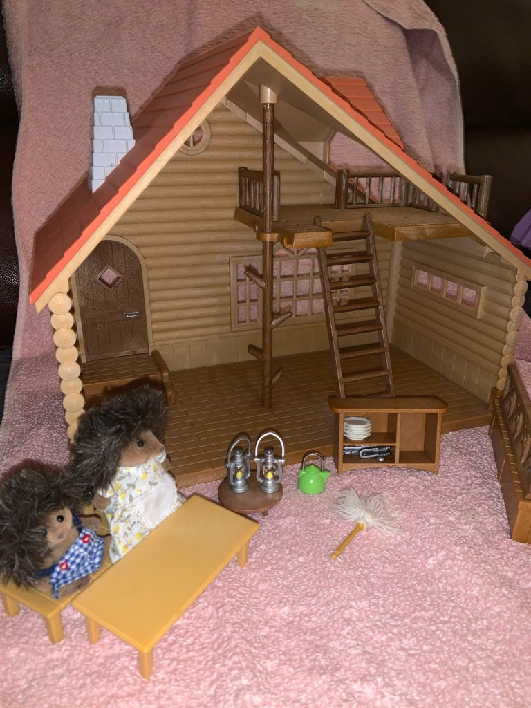 Sylvanian family log cabin and hottub