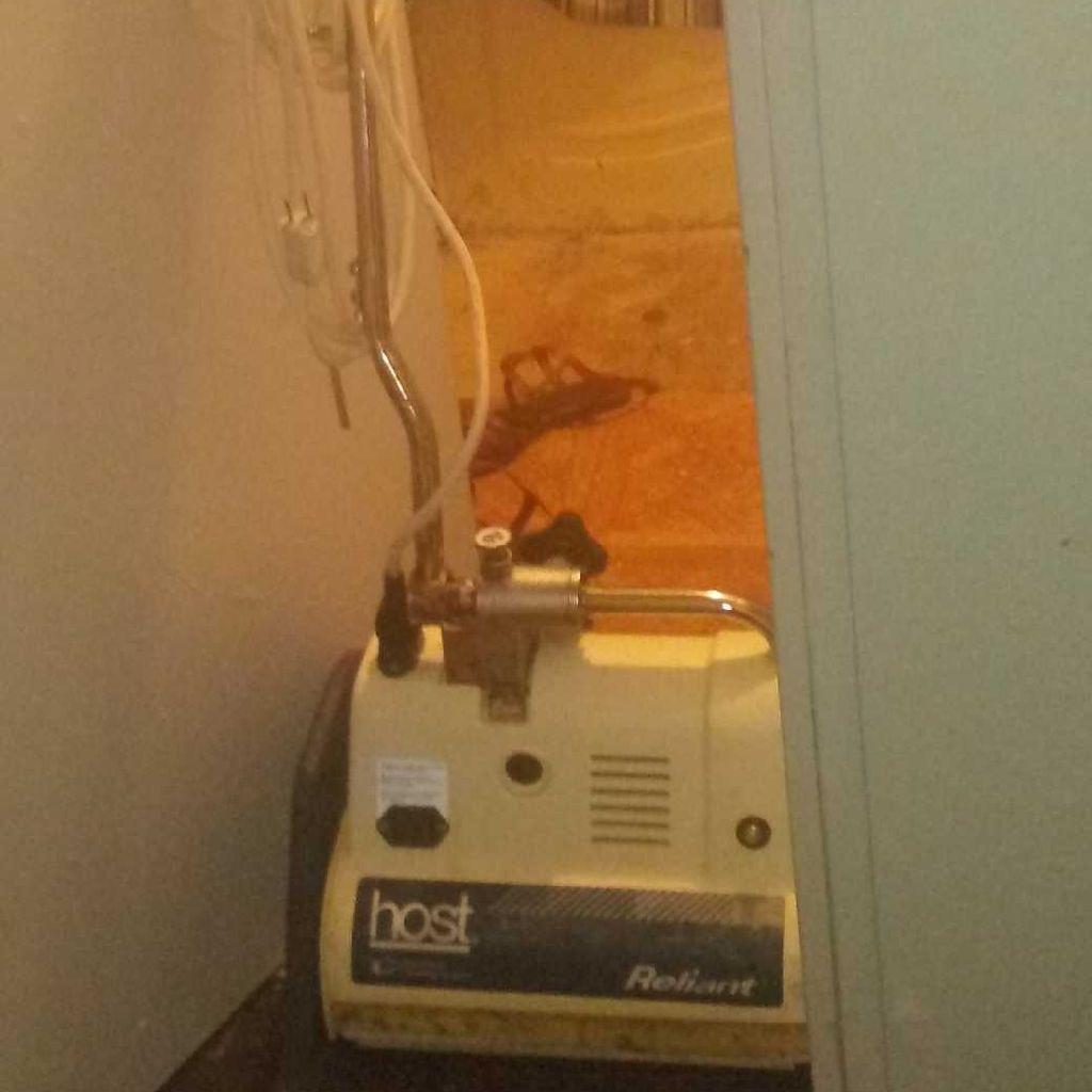 T5 Host Reliant Extractor Carpet Cleaner