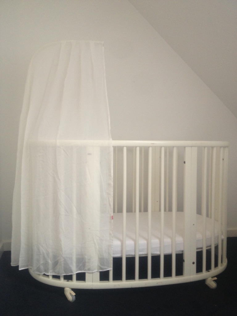 Stokke baby crib+extension section+mattress