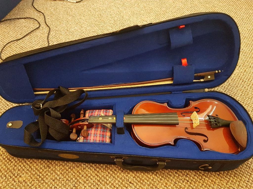 Stentor Violin Student 1 and 4x violin books