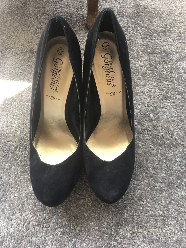 Black size 8 New Look suede black platform heels.