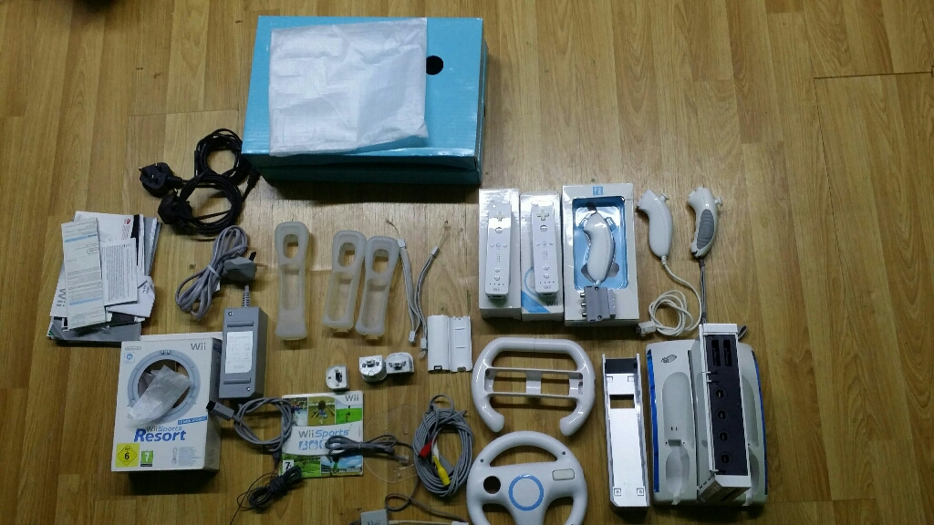Nintento Wii complete + Mario Kart + 5 controls + 2 wheels + 12 games and resort games