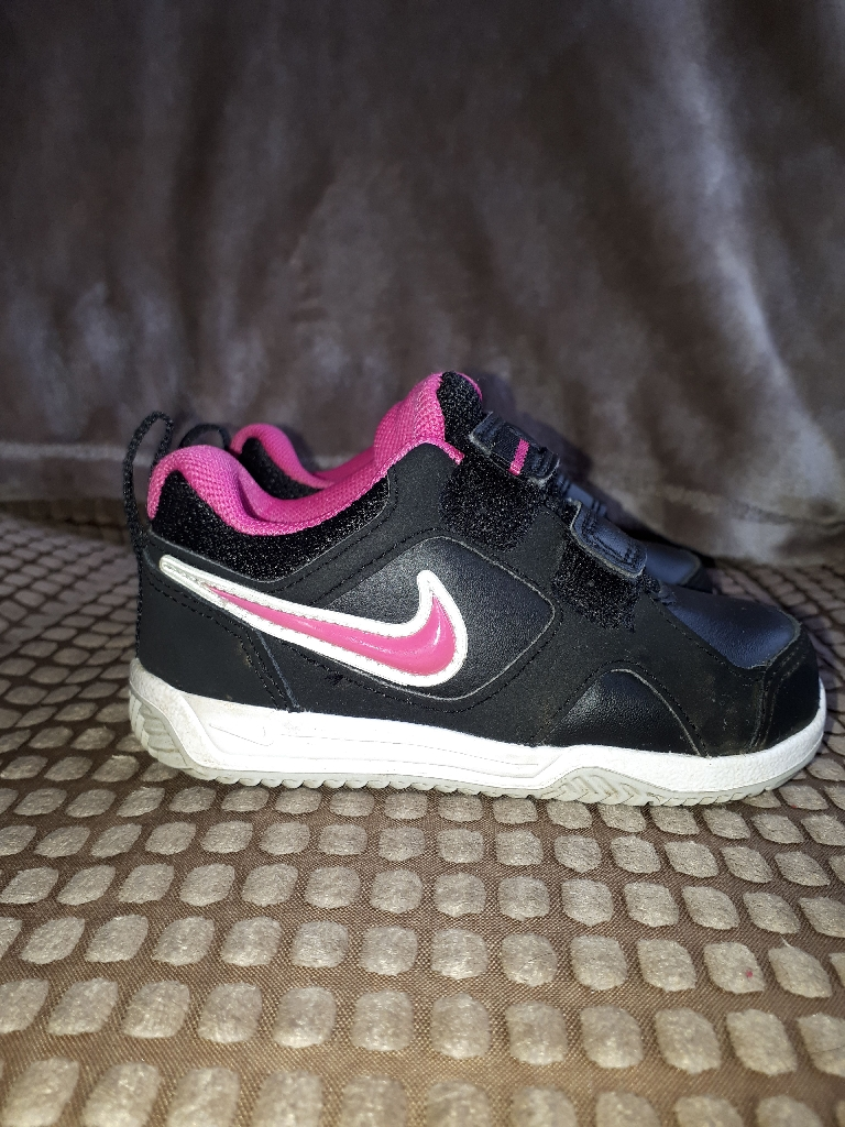 Girls infant black Nike trainers size 5.5