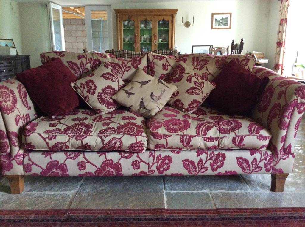 Gorgeous 3 seater sofa