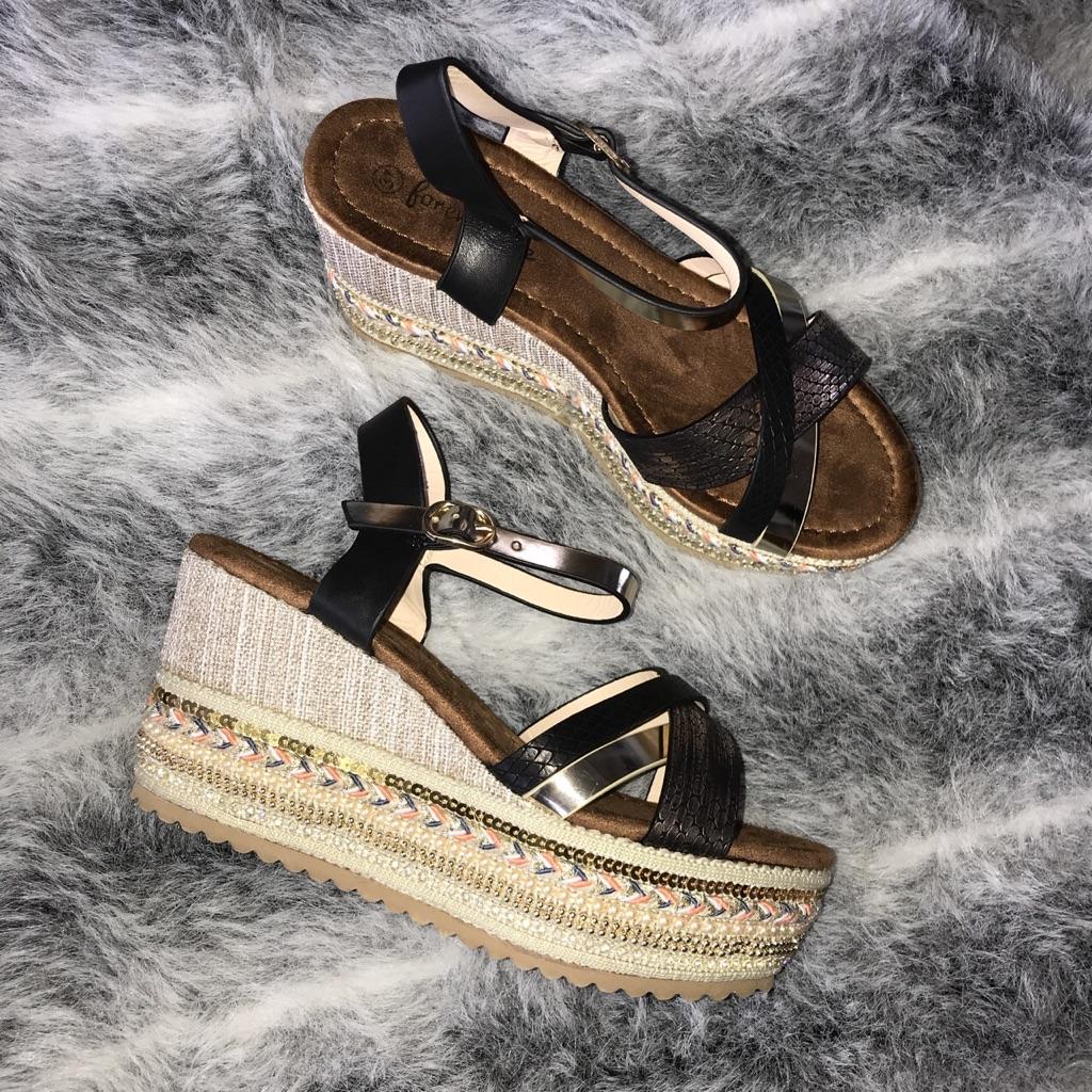 Boho style Chyna wedge sandals sizes 3-6 available💓