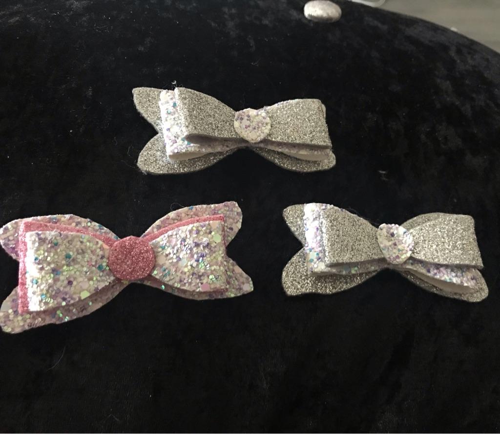 Chunky  glitter bows 😍