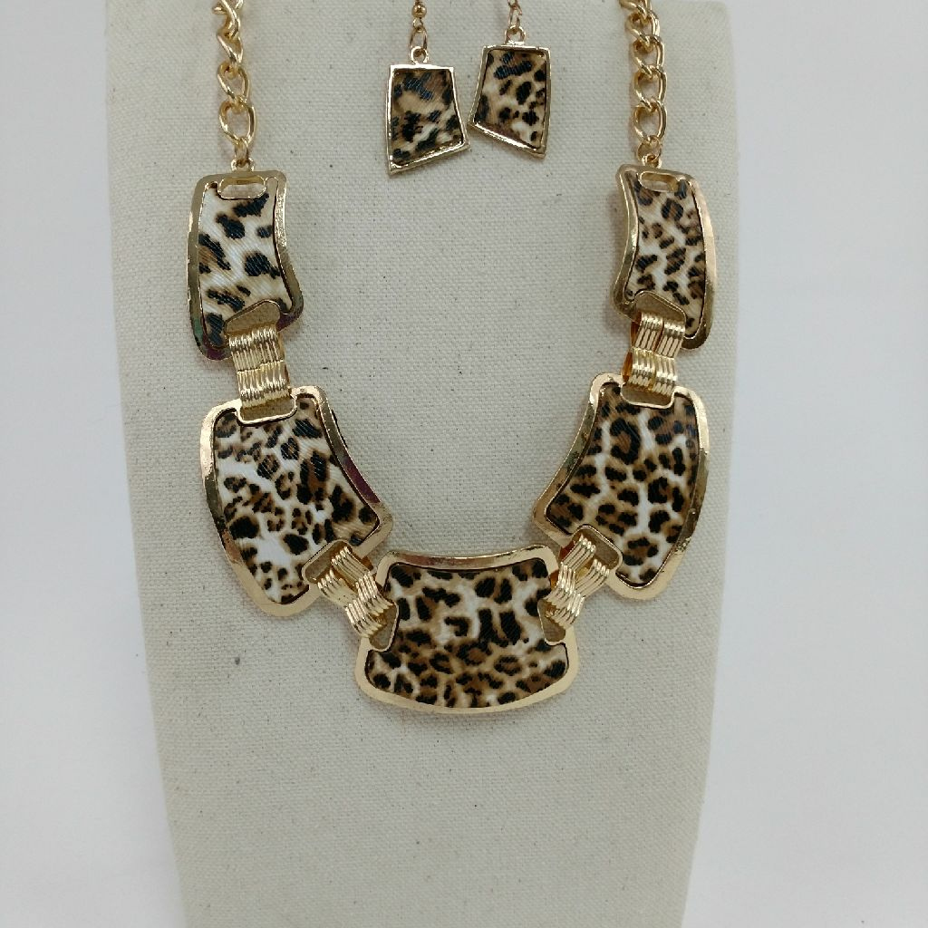 Stunning animal print necklace and earrings