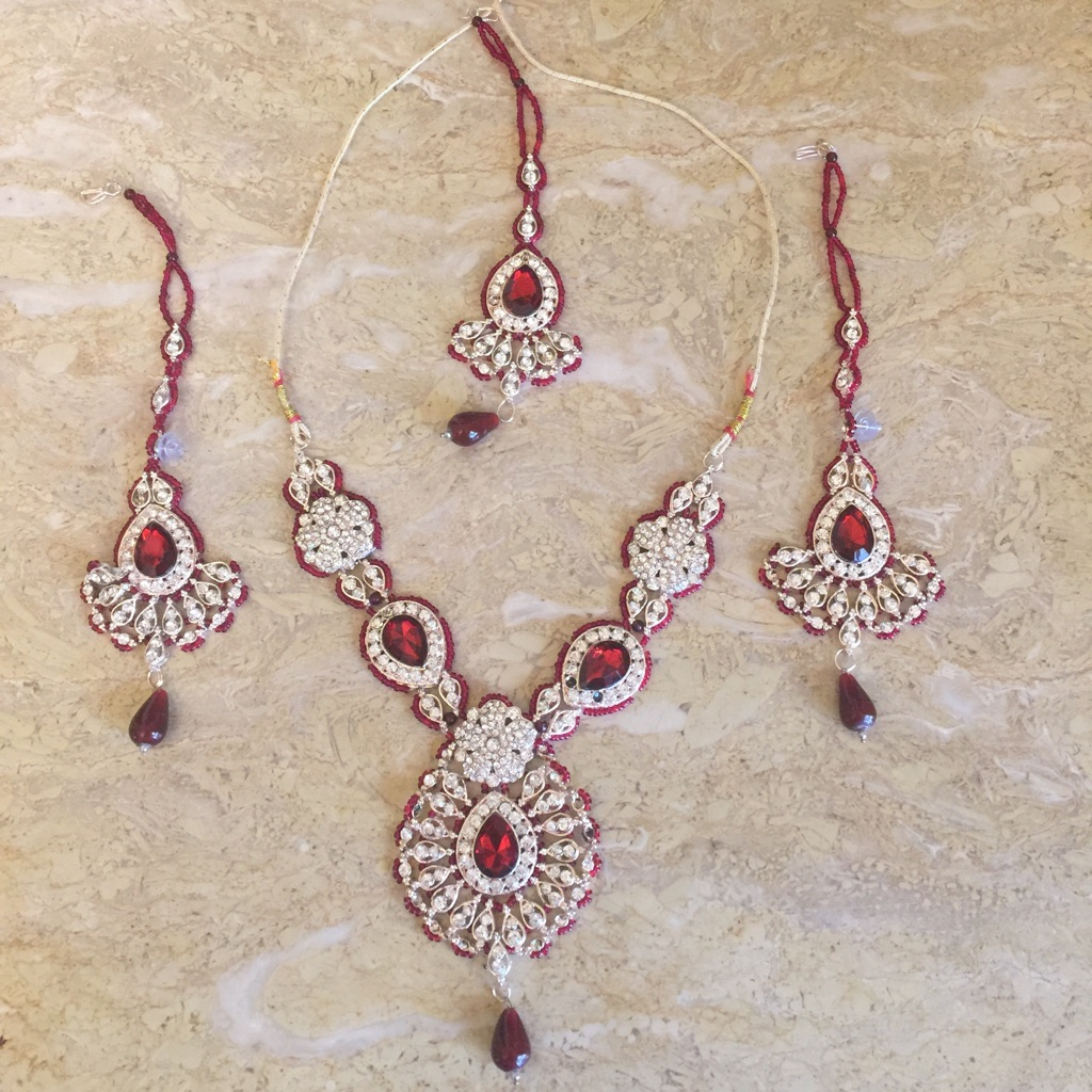 Necklace and earring set with ticka