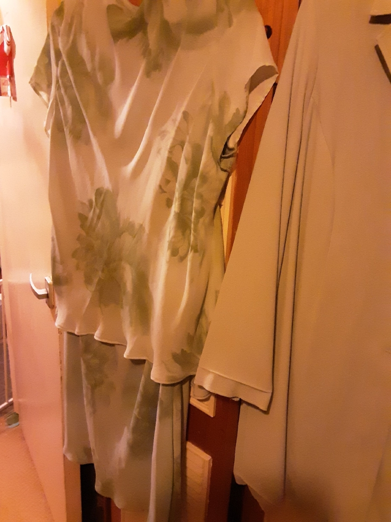 VOLUPTIOUS 3 PIECE SUIT SIZE 24 IN A LOVELY PALE MINT GREEN FROM EVANS (REDUCED)