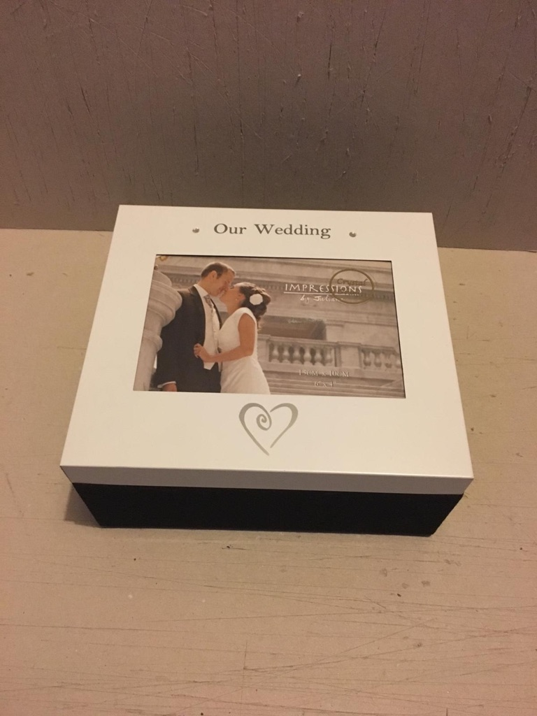 Wedding memory box with photo on the lid