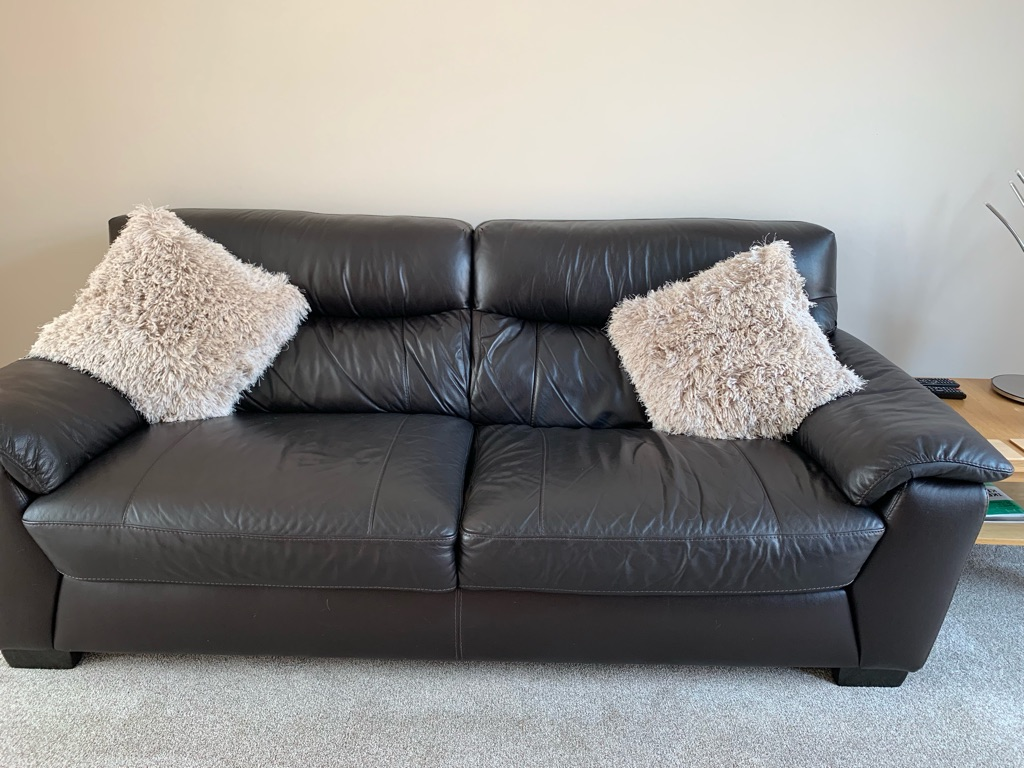 MUST GO  3 to 4 seater leather sofa FAB CONDITION