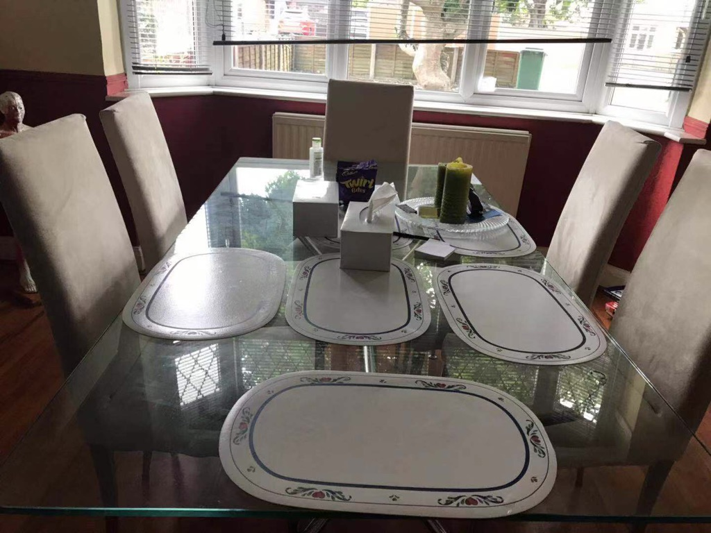 Beautiful glass table with 6 seats
