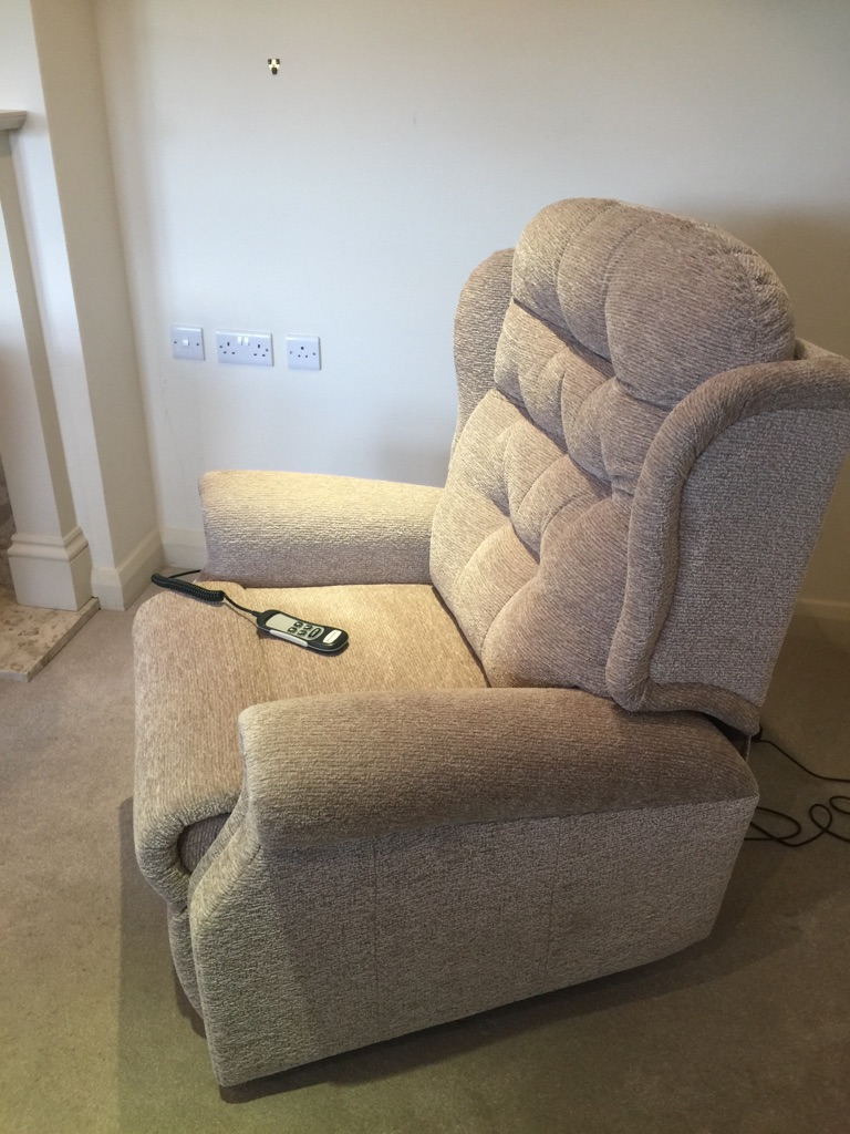 Fantastically COMFY recliner chair - as new