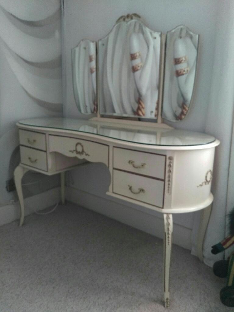 Vintage cream dressing table