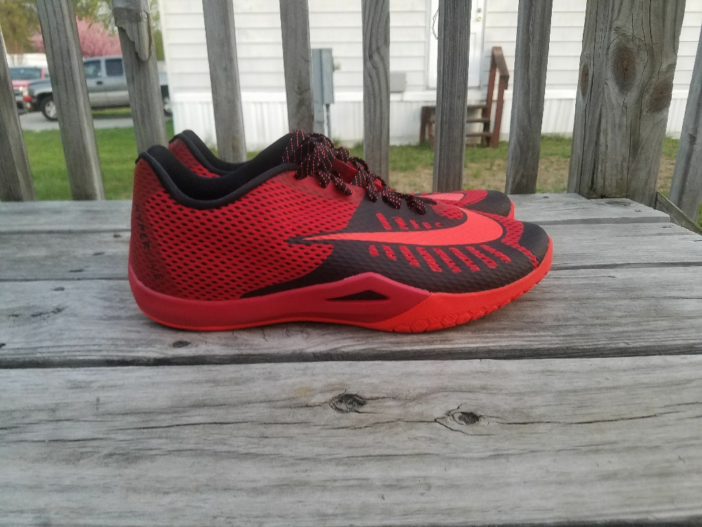 Mens nike shoes (size 12)