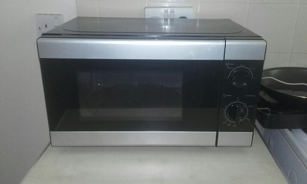 Black and silver 900w microwave vgc