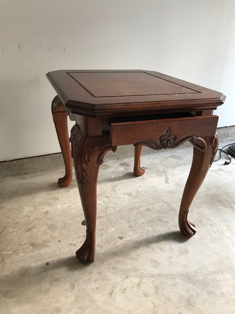 Solid wood, Queen Ann End table