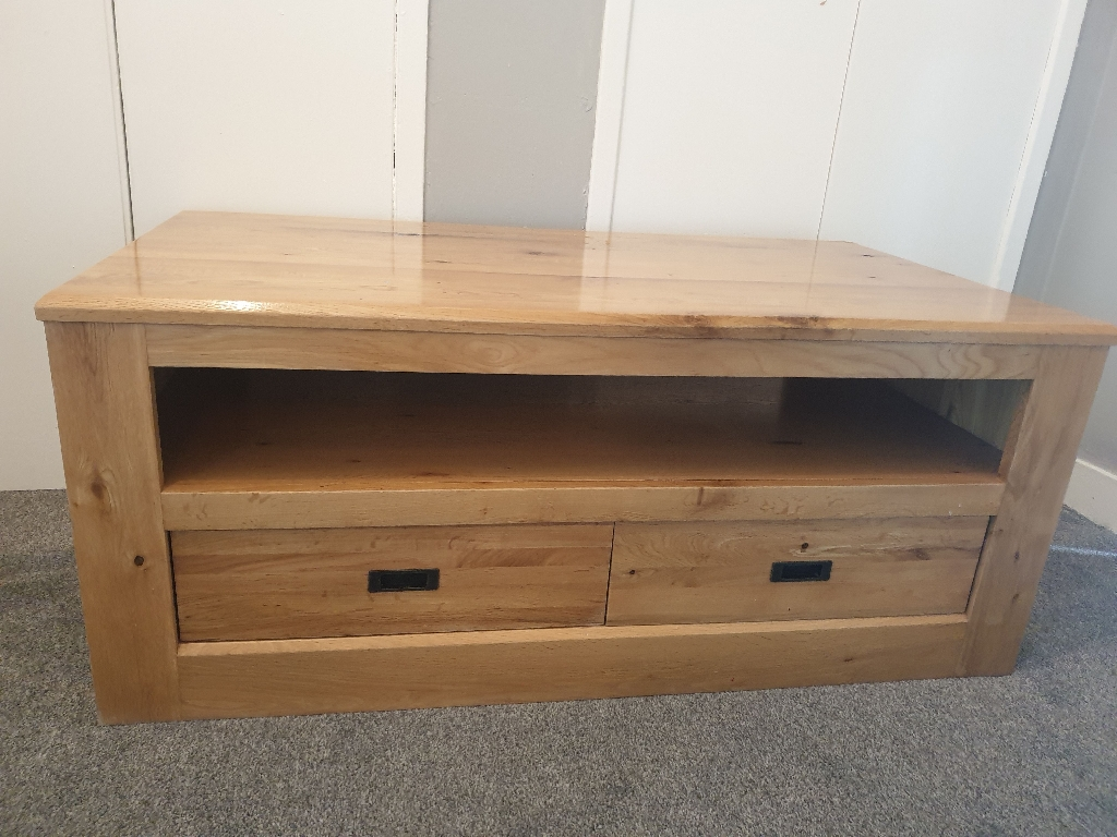Solid oak TV unit with 2 storage drawers
