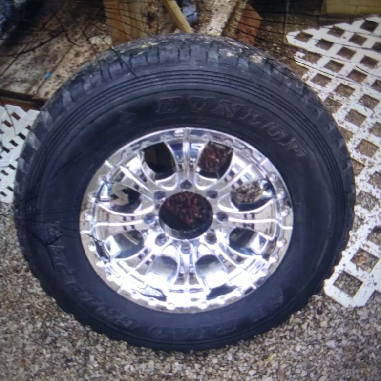 17 inch rims ....8 lug... adaptable to all vehicles