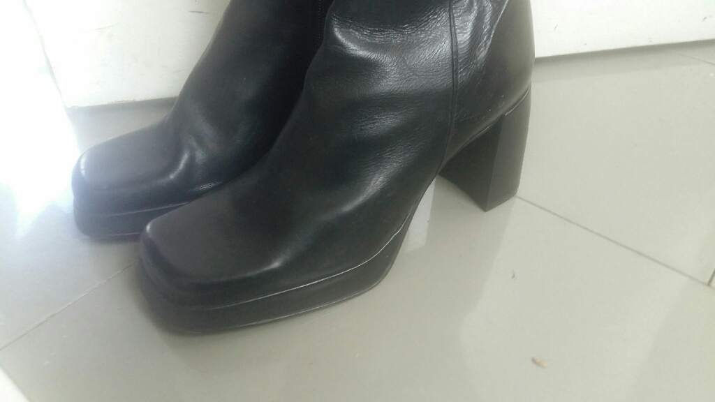 Shelleys woman boot size 8