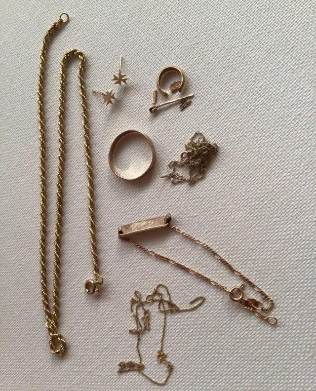 9ct Gold Scrap Or Wear 8.5 Grams