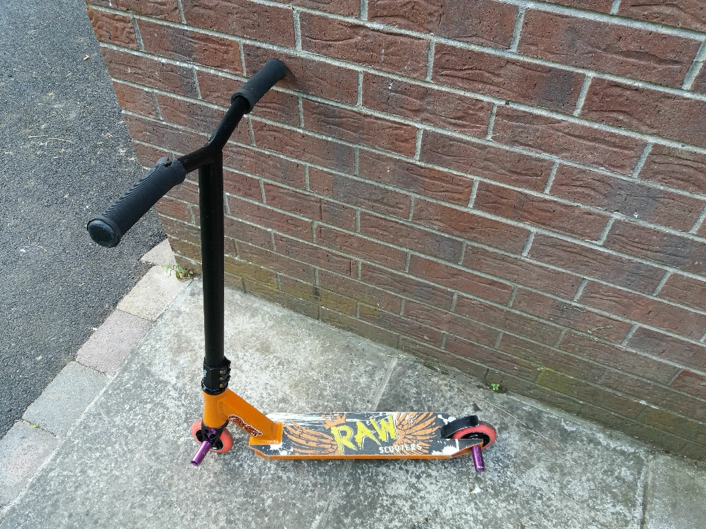 Stunt scooter with pegs