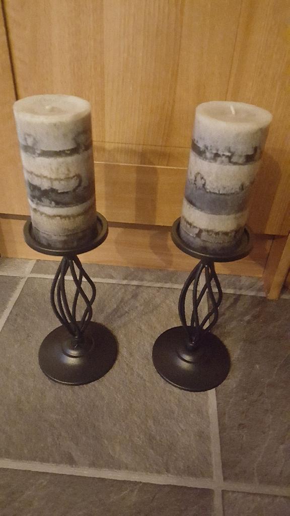 2 black wrought iron pillar holders