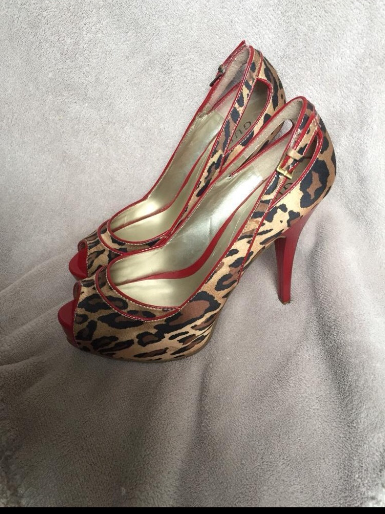 Red guess shoes