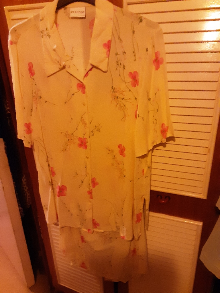 VOLUPTIOUS SUIT SIZE 16 TWO PIECE FLORAL DESIGN FROM EVANS (REDUCED)