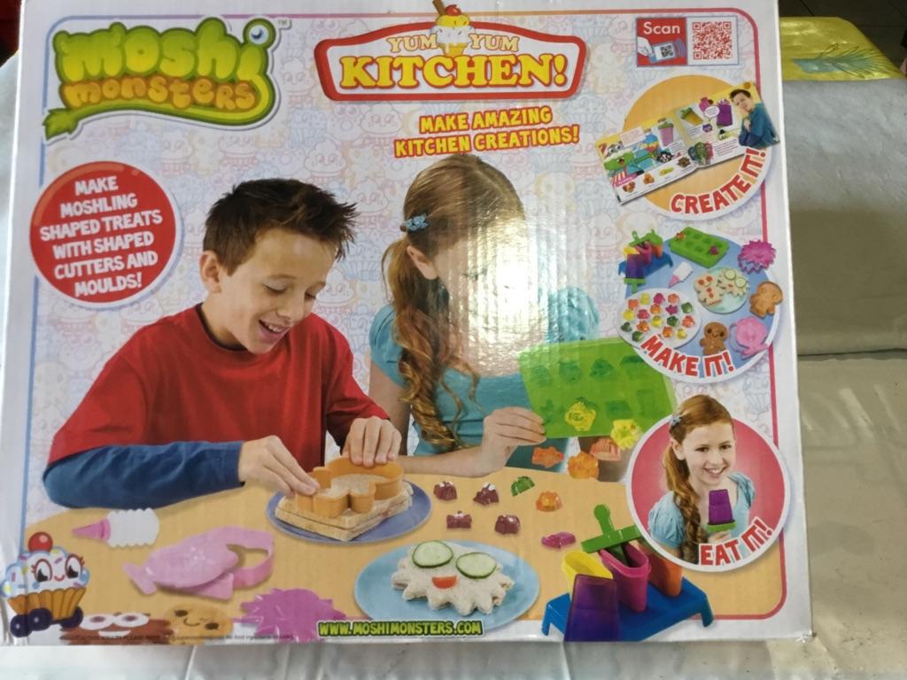 Moshe monsters yum yum kitchen set