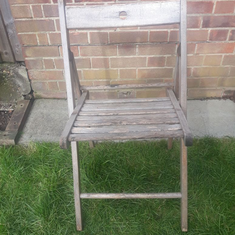 Single wooden garden chair