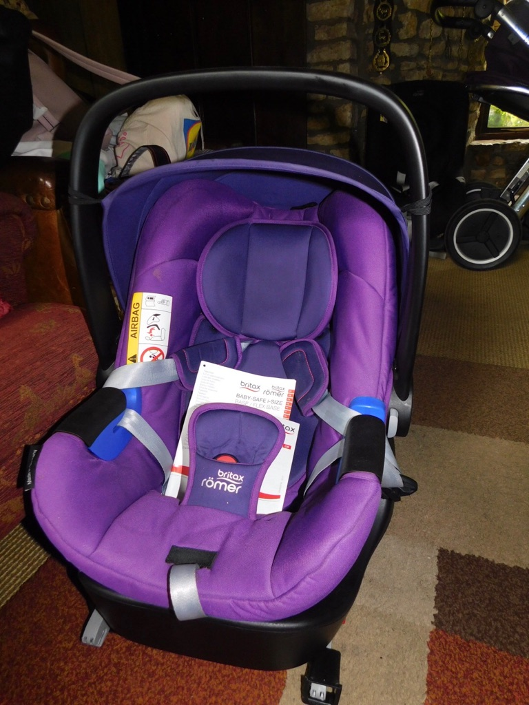 Britax Romer I-size car seat and isofix base