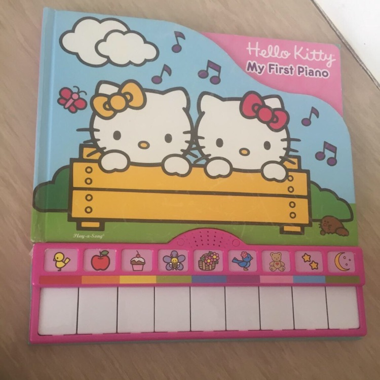 Hello Kitty my first piano book