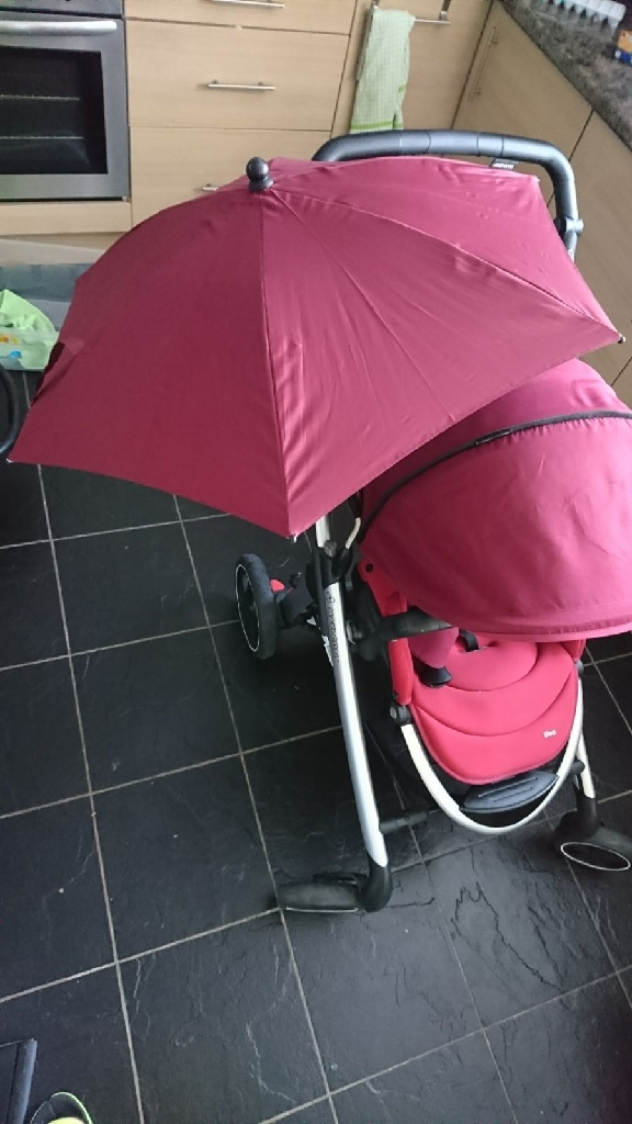 Maxi Cosy Red Rumour Pram/Travel System