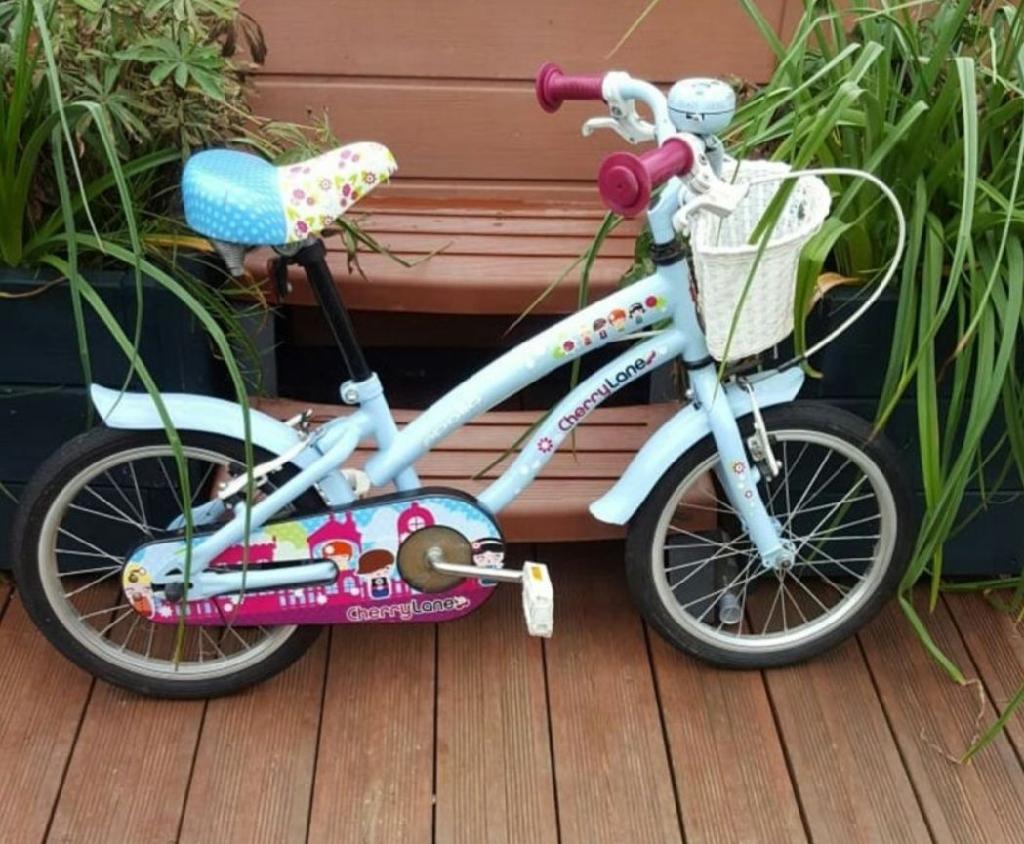 """Girls 16 """" inch  bike 16""""  inch very good bike  Girls traine bike age 3-6 year"""