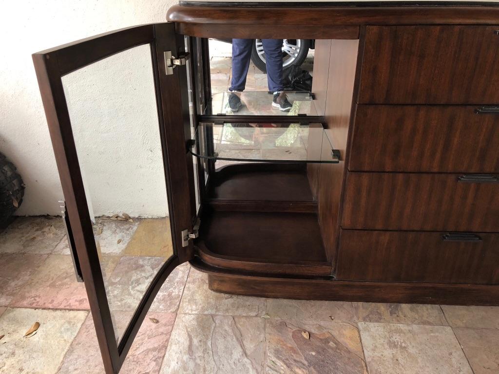 Mueble y espejo para comedor de diseñador