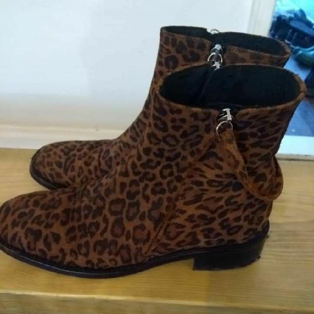 Topshop Size 6 boots.