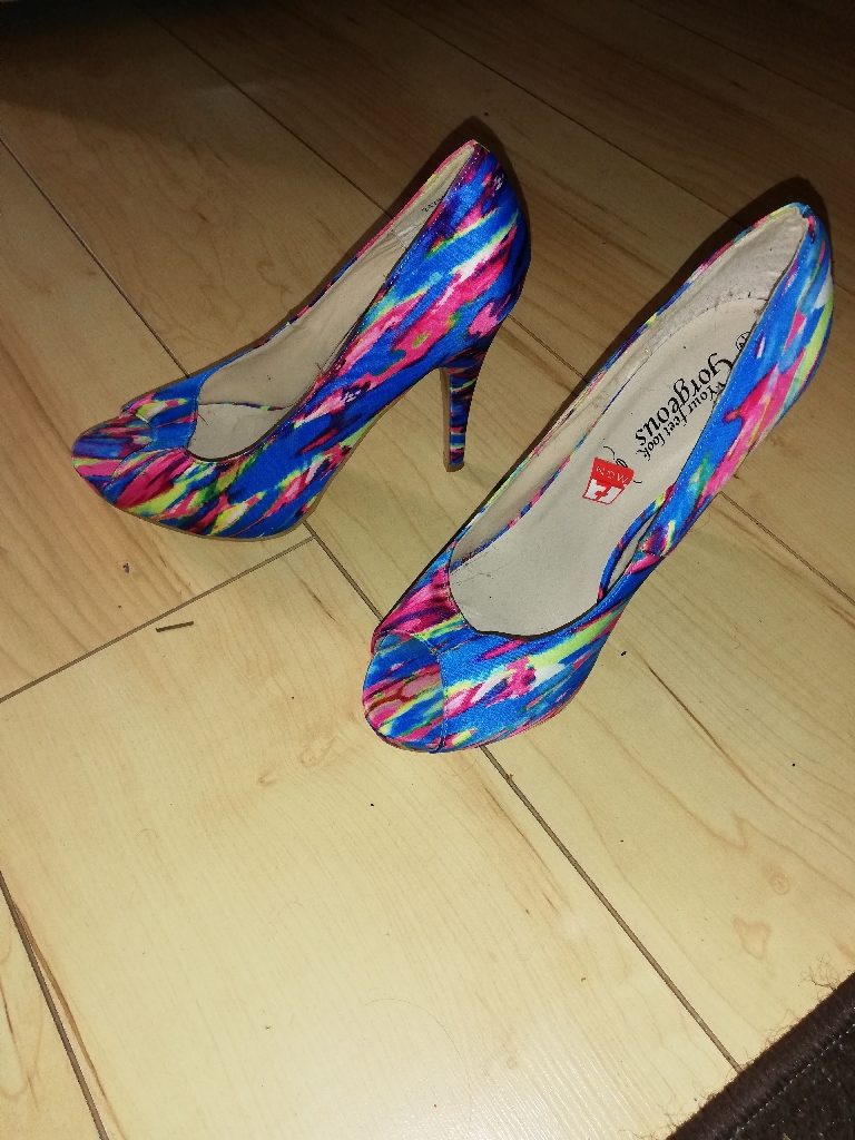 Never worn ladies shoes
