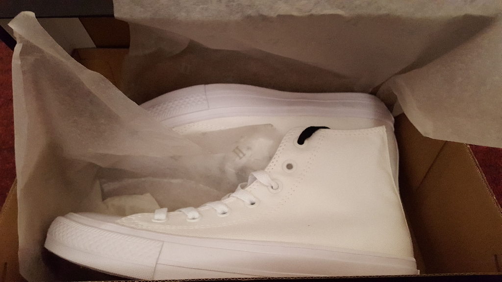 Brand new White Convers size 6
