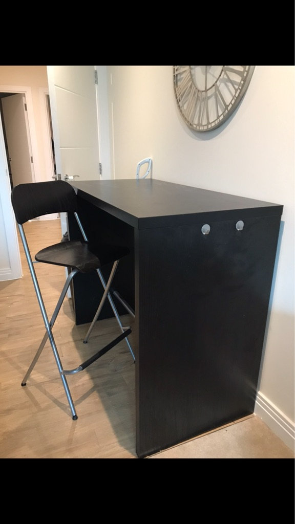 Bar style table with 4 Ikea bar stools