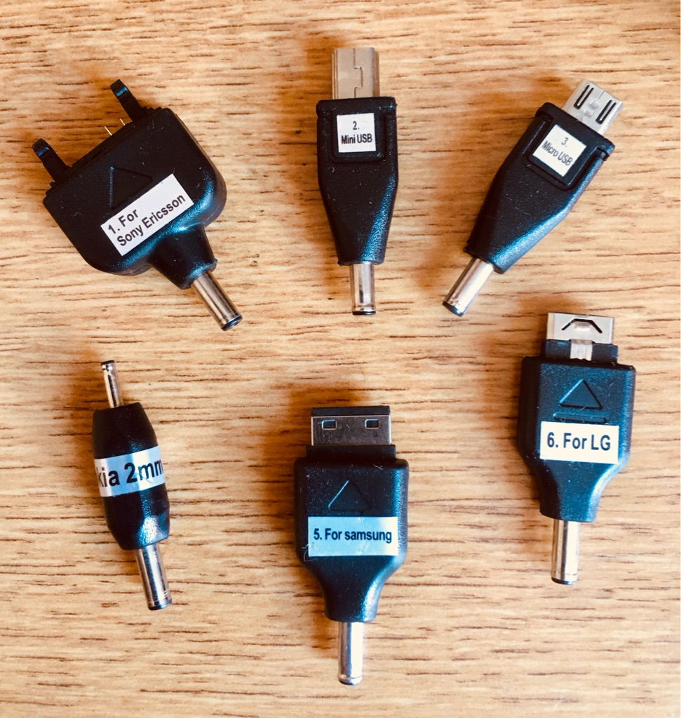 UNIVERSAL USB CONNECTORS/CHARGERS