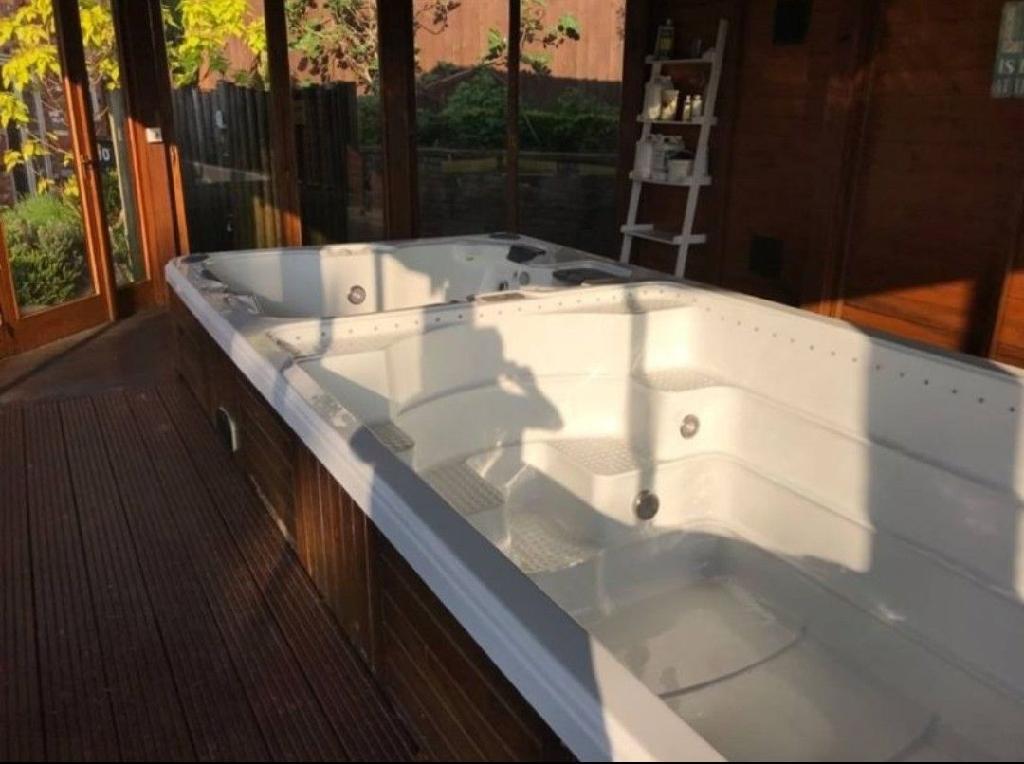 Jnj Swim Spa 8086 Hot Tub Therapy Pool