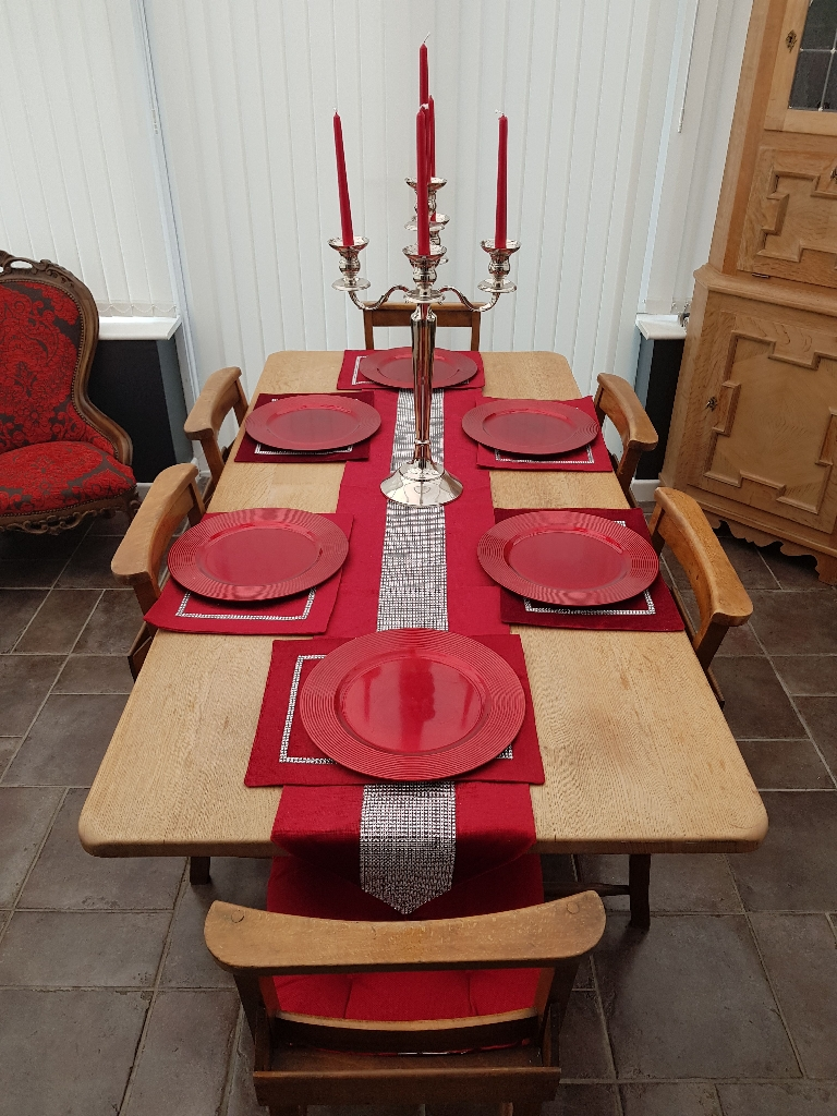 Solid Oak Dinning Table with 6 vintage style chapel chairs