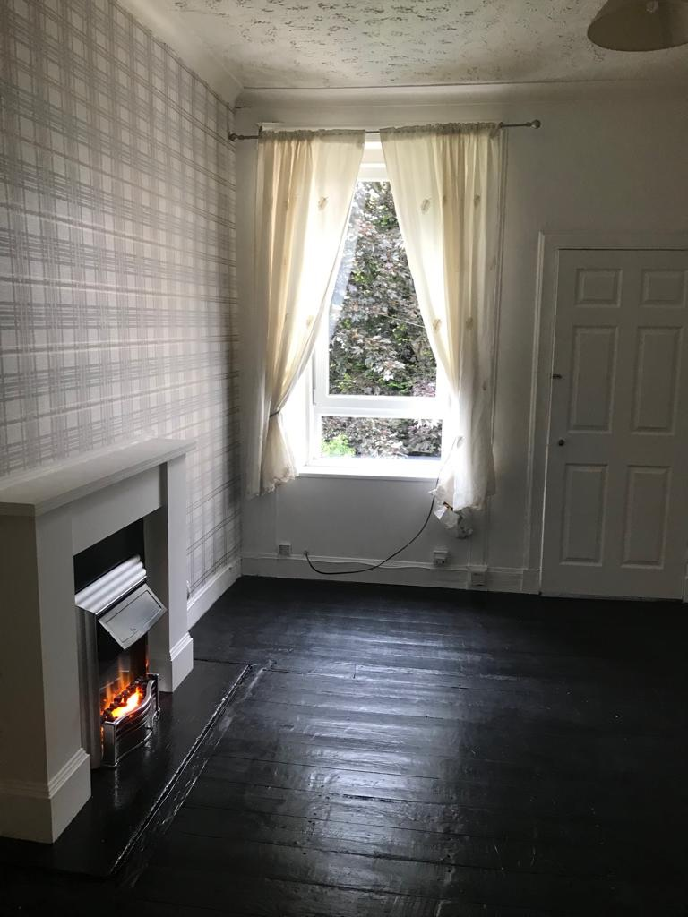 Large one bedroom flat for let