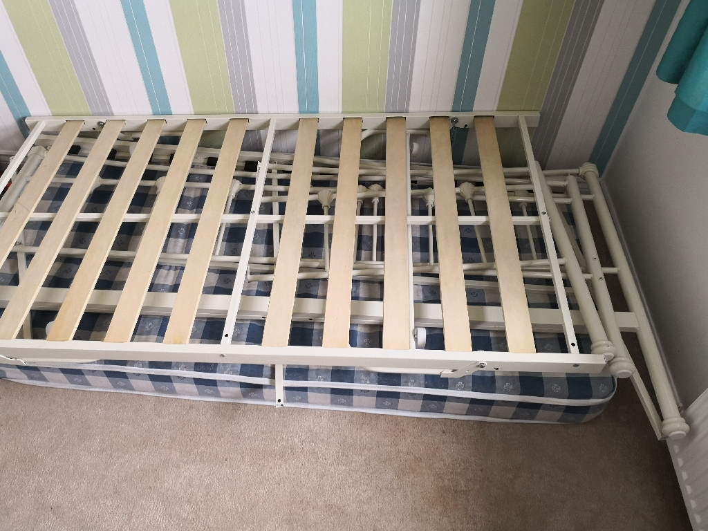 Day bed with trundle and 1 single mattress