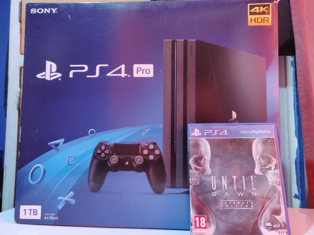 Ps4 Pro 1TB + 1 Game