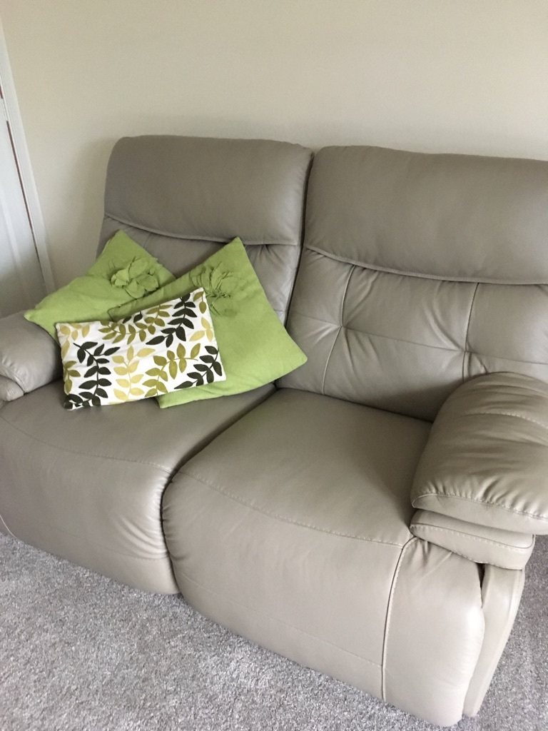 2 X Electric recliner sofas