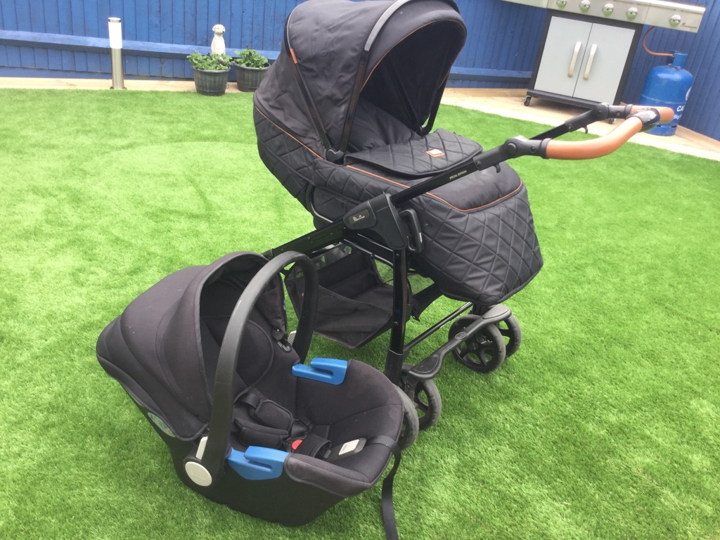 Silvercross Country Limited Edition Pram & Car Seat